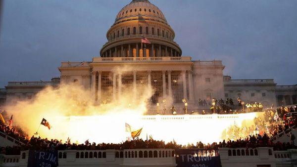 افولی که کلید خورد/ تصاویری که از تسخیر کنگره آمریکا به دنیا مخابره شد