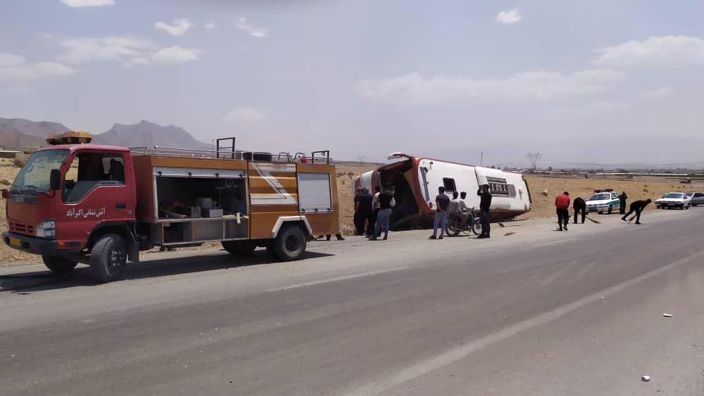 واژگونی یک اتوبوس در کمربندی اکبرآباد