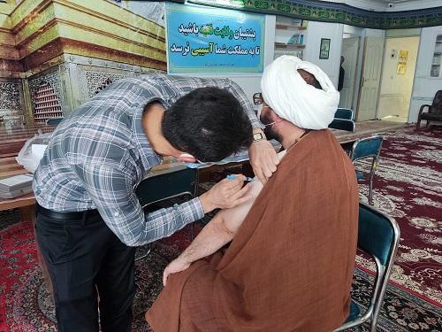 تزریق واکسن برکت توسط امام جمعه کوار